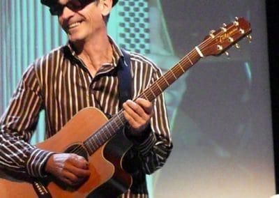 23-10-09-yves-guitare